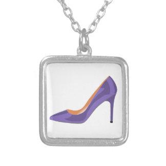 Absatz-Schuh im ultravioletten Versilberte Kette