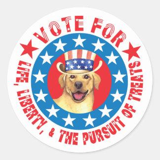 Abstimmung für gelben Labrador Runder Aufkleber