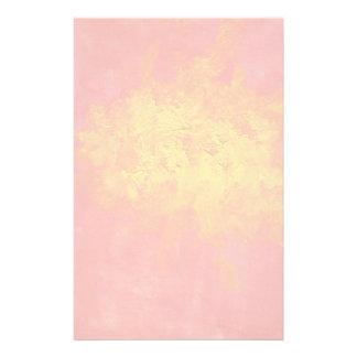 Abstrakt im gelben und roten Surreal Spritzen von Briefpapier
