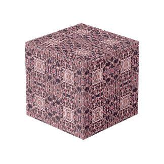 Abstrakte Hand gezeichnetes Muster. Rosa violette Würfel