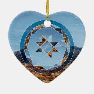 Abstrakte Landschaft mit geometrischen Formen Keramik Herz-Ornament