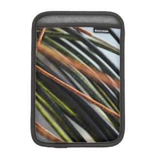 abstrakte schwarze rote und grüne städtische iPad mini sleeve
