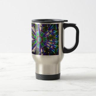 Abstrakter Kristall reflektieren Löwenzahn Reisebecher