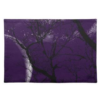 Abstrakter lila Mondbaum des Trendy Tischsets