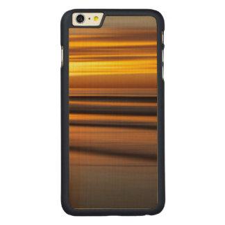 Abstrakter Meerblick am Sonnenuntergang, CA Carved® Maple iPhone 6 Plus Hülle