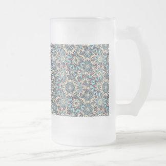 Abstrakter Musterentwurf des Blumenmandala Mattglas Bierglas
