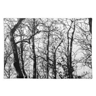 Abstrakter Schwarz-weißer Baum des Trendy Stofftischset