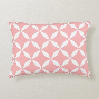 Abstraktes geometrisches Muster - Rosa und Weiß Dekokissen