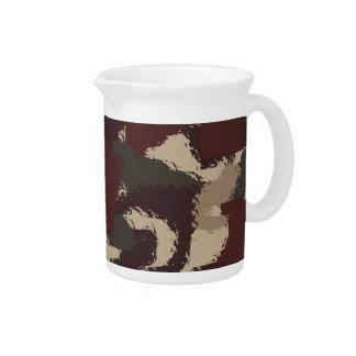 Abstraktes Militär tarnt Muster Getränke Pitcher