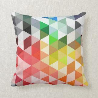 Abstraktes Regenbogen-Dreieck-Muster Kissen
