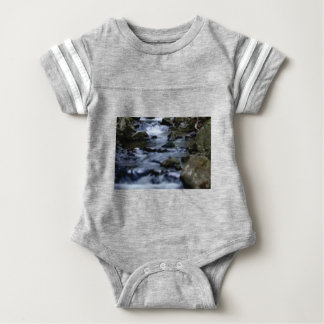 abwärts Fluss des Nebenflusses Baby Strampler