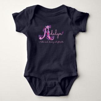 Adalyn Mädchen Name u. Babykleid des Baby Strampler