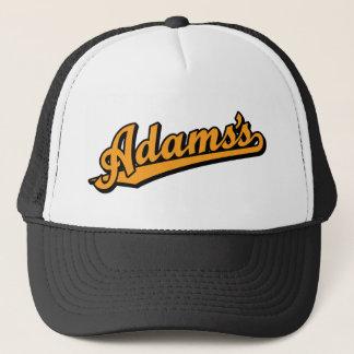Adams in der Orange Truckerkappe