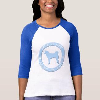 Adoptieren Sie einen Akita-T - Shirt
