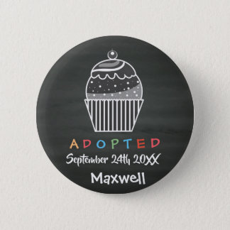 Adoptierter kleiner Kuchen - Name-Datum Runder Button 5,7 Cm