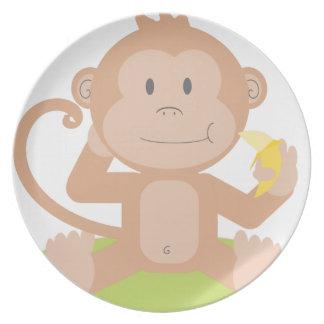Affe, der Banane isst Melaminteller
