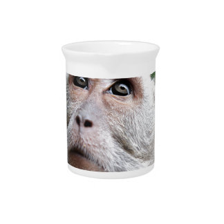 Affe, der zu den Himmeln schaut Krug