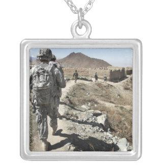 Afghanische nationale Armee und US-Soldaten Versilberte Kette