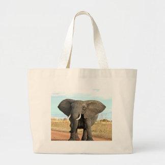 Afrikaner-Bush-Elefant, der zum Erfolgsziel marsch Tasche
