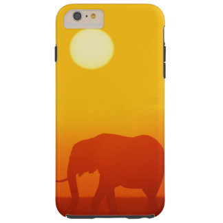 Afrikanischer Elefant, der am Sonnenuntergang Tough iPhone 6 Plus Hülle