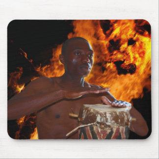 Afrikanischer Kriegers-Trommelschlag Mousepad