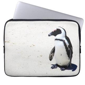 Afrikanischer Pinguin am Flussstein-Strand, Cape Laptopschutzhülle