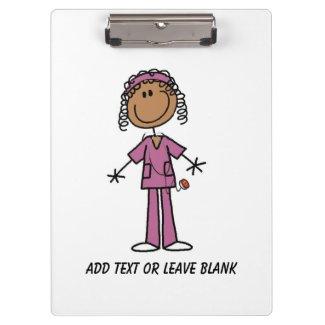 Afroamerikaner-Krankenschwester-Klemmbrett