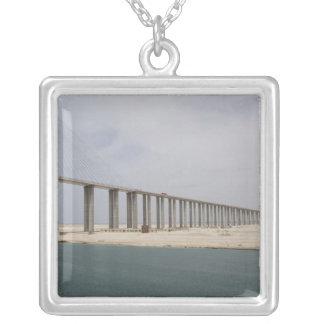 Ägypten, Suezkanal. Brücke des Friedensalias Versilberte Kette
