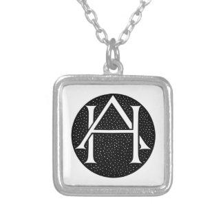 AH Monogramm Halskette Mit Quadratischem Anhänger