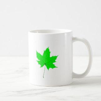 Ahorn verlassen kaffeetasse