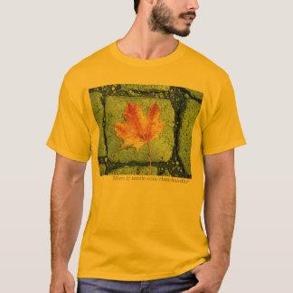 Ahornblatt auf Plasterung T-Shirt