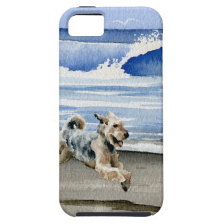 Airedale Terrier am Strand iPhone 5 Etuis