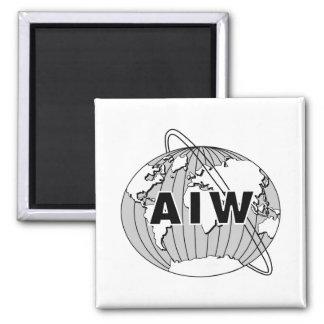 AIW Logo auf weißem Hintergrund Quadratischer Magnet