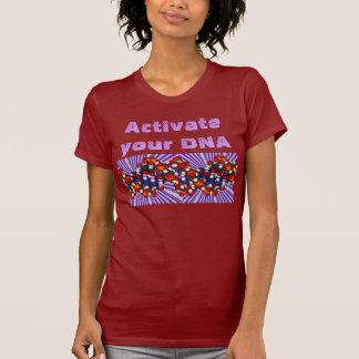 Aktivieren Sie das Shirt Ihrer DNA-Frauen