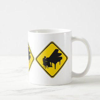 Alarm: Klavier-Spieler voran! Kaffeetasse