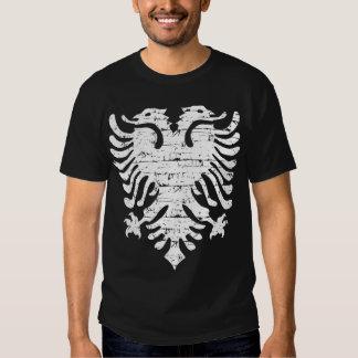 Albanische Flagge beunruhigter Entwurf Shirts