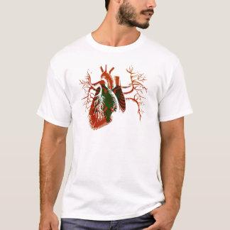 Albanische Flagge im wirklichen Herzen T-Shirt