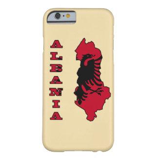 Albanische Flagge in der Kontur-Karte von Albanien Barely There iPhone 6 Hülle