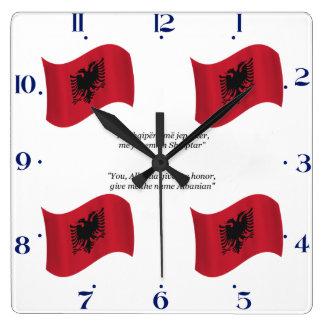 Albanische Flagge und Motto Uhren