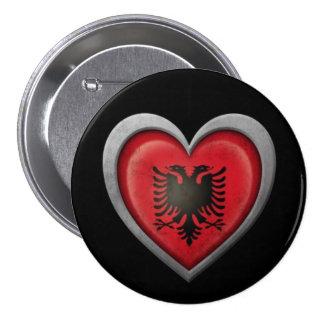 Albanische Herz-Flagge mit Metalleffekt Button