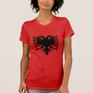 Albanisches Flaggen-Doppeltes ging Eagle auf rotem T-Shirt