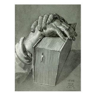 Albrecht Dürer-Handstudie mit Bibel Postkarte
