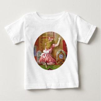 Alice FallsThrough der Spiegel in Märchenland Baby T-shirt