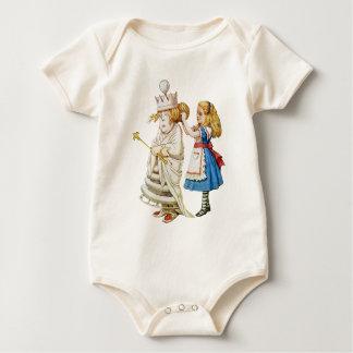 Alice hilft heraus der weißen Königin im Baby Strampler