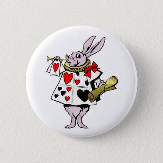 Alice im Wunderland-Hasen, Karte und Trompete - Runder Button 5,1 Cm