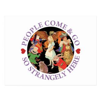 Alice im Wunderland - Leute kommen und gehen Postkarte