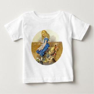 Alice spitzt die Geschworenenbank Baby T-shirt