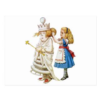 Alice und die weiße Königin im Märchenland Postkarte