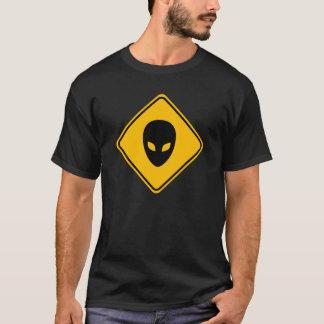 Alien-Hauptverkehrsschild T-Shirt