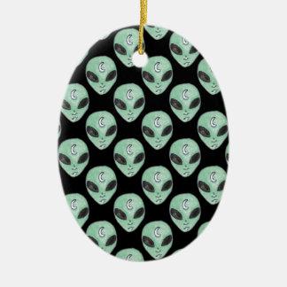 alien keramik ornament
